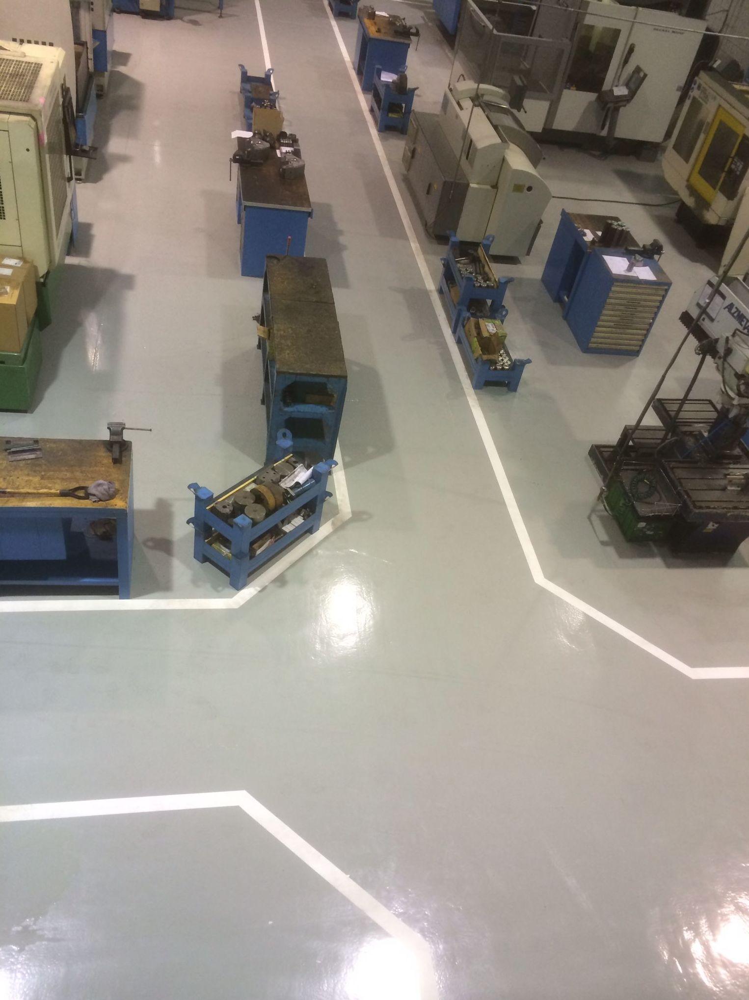 Aplicación de pavimentos industriales con diferentes acabados