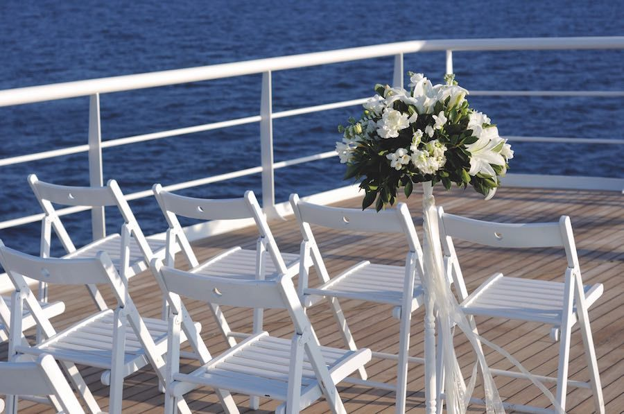We help you to spend a very special day at sea