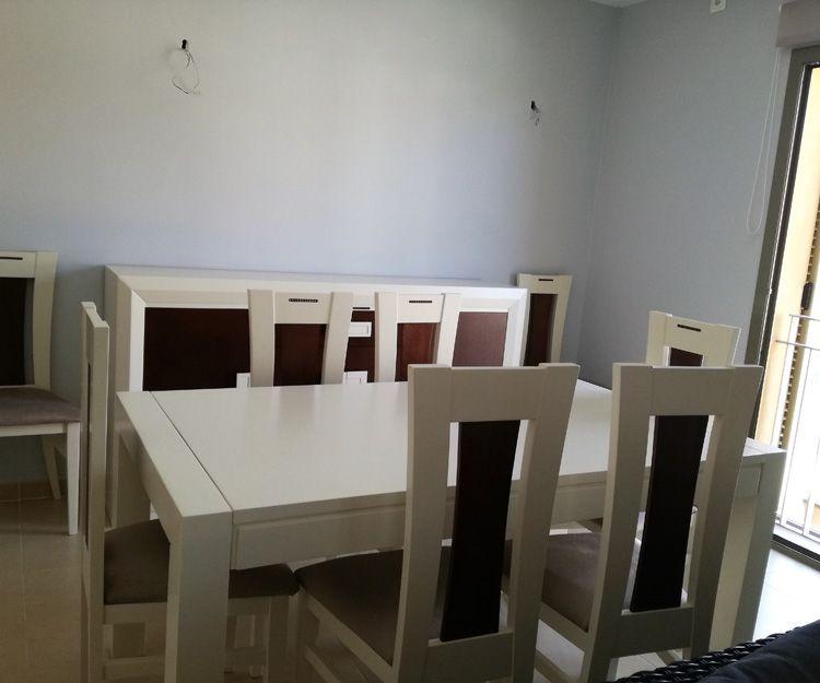 Mesa y silla para salón