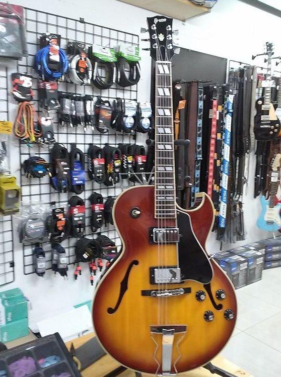Foto 72 de Instrumentos de música en Barcelona | Guitar Shop Barcelona
