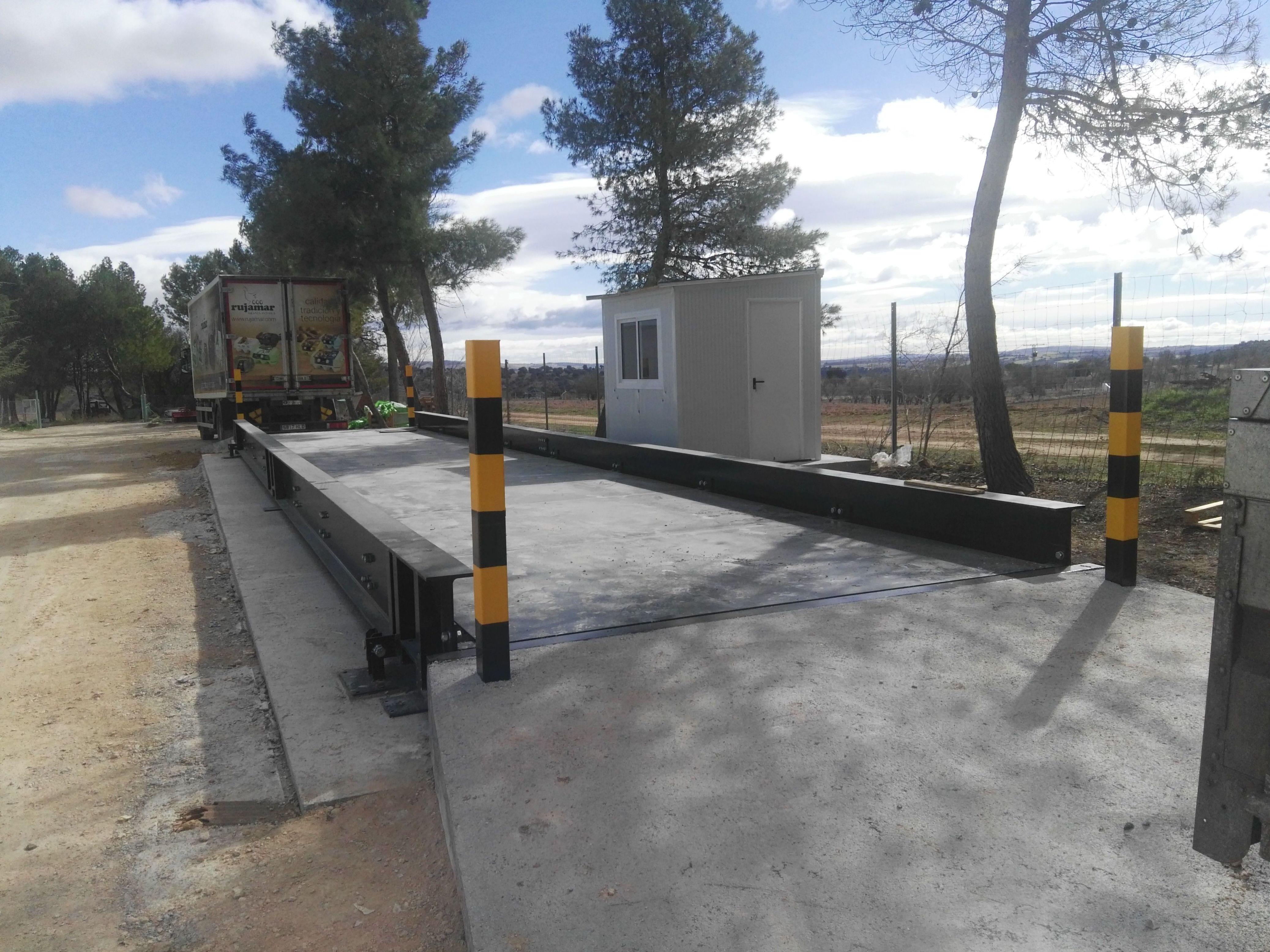Basculas pesa camiones sobre suelo