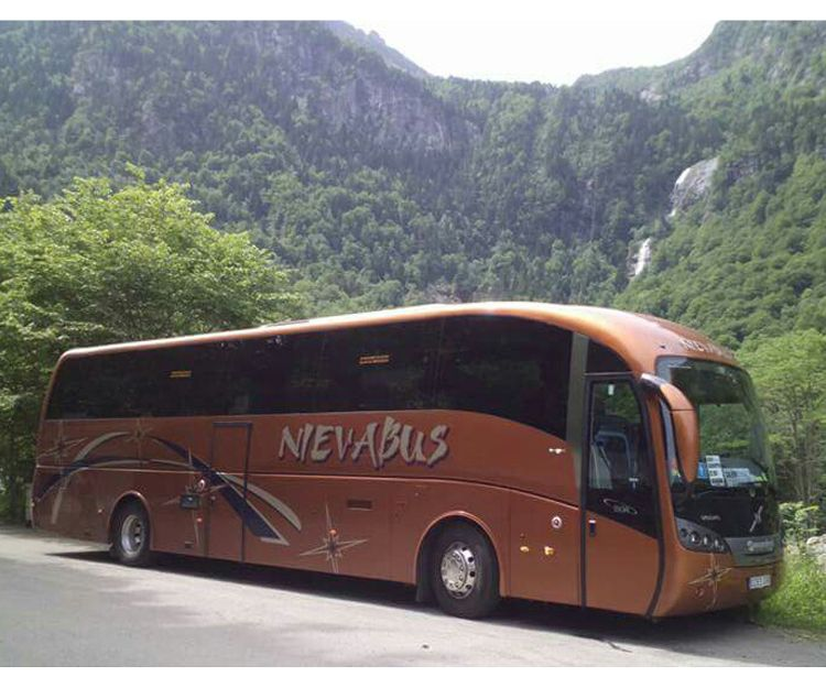 Amplia flota de vehículos para viajes en Huercal Overa (Almería)