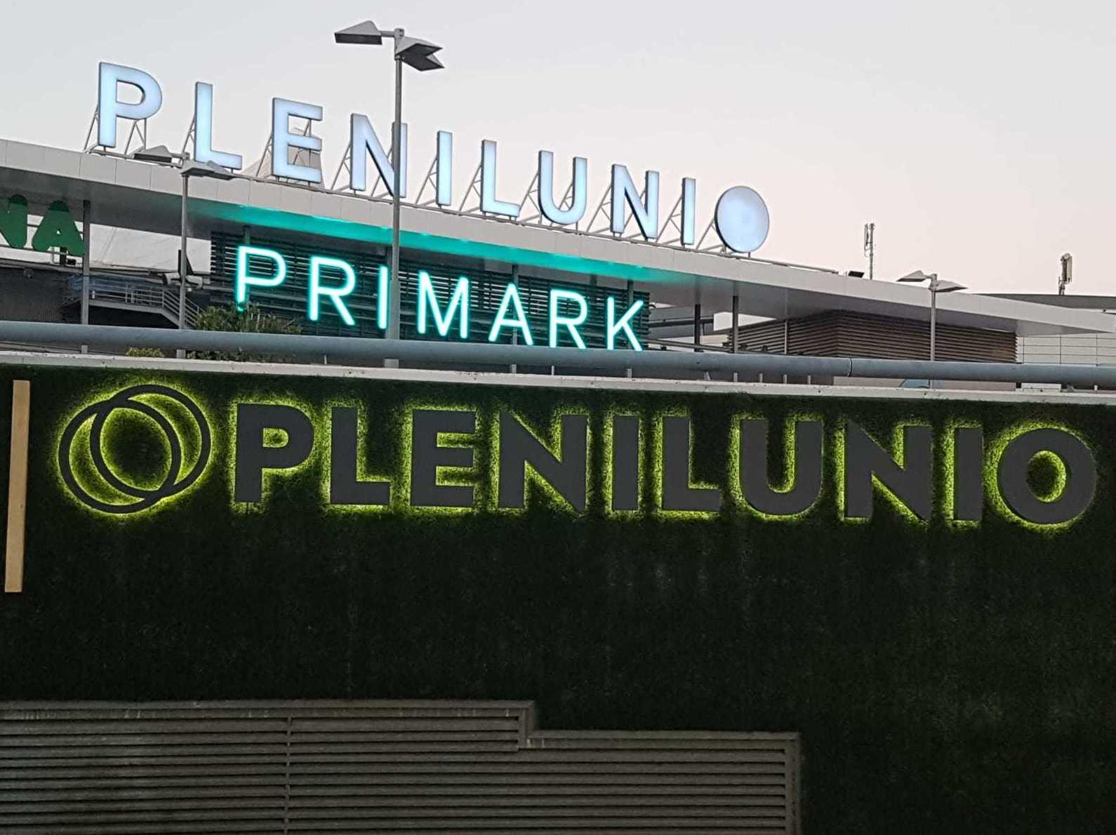 Fabricación y montaje de letras corpóreas tetro iluminadas para el centro comercial Plenilunio Comunidad de Madrid.