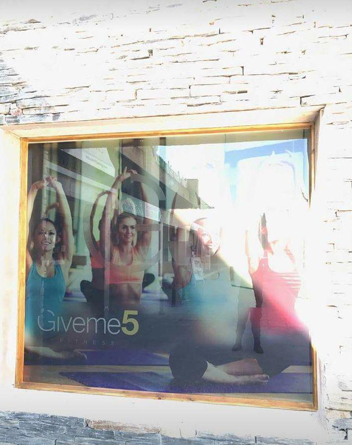 Fabricación y rotulación para el nuevo gimnasio, femenino givene 5 fitness, ubicado en centro comercial monteclaro en Pozuelo de Alarcón Madrid.