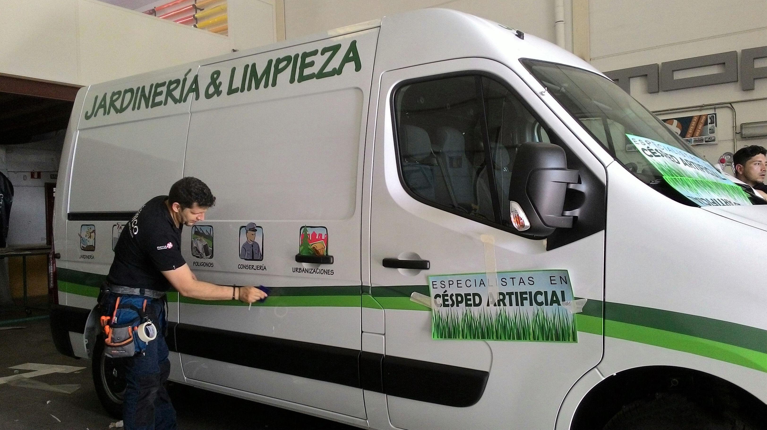 Empresa especializada en aplicaciones de vinilo en vehículos
