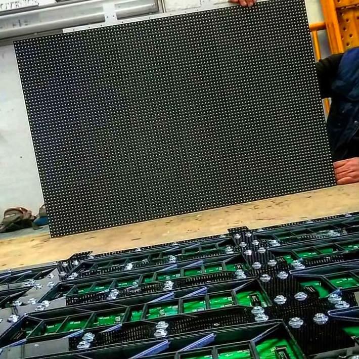 Hoy empezamos con la fabricación de los nuevos rótulos electrónicos, que estarán disponibles muy pronto en rotulexpublicid.com y rotulexpublicidad.es