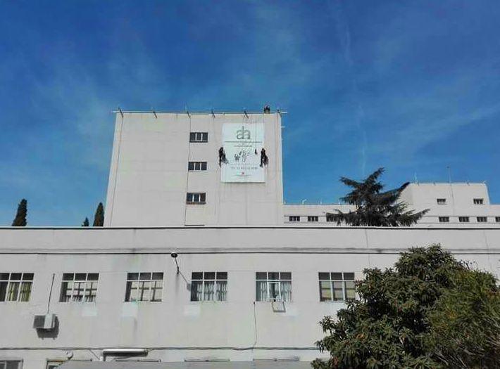 Nuestros técnicos han realizado otro trabajo de altura cambiando lonas de la fachada, para el Instituto Antonio Machado ubicado en Alcalá de Henares Madrid.