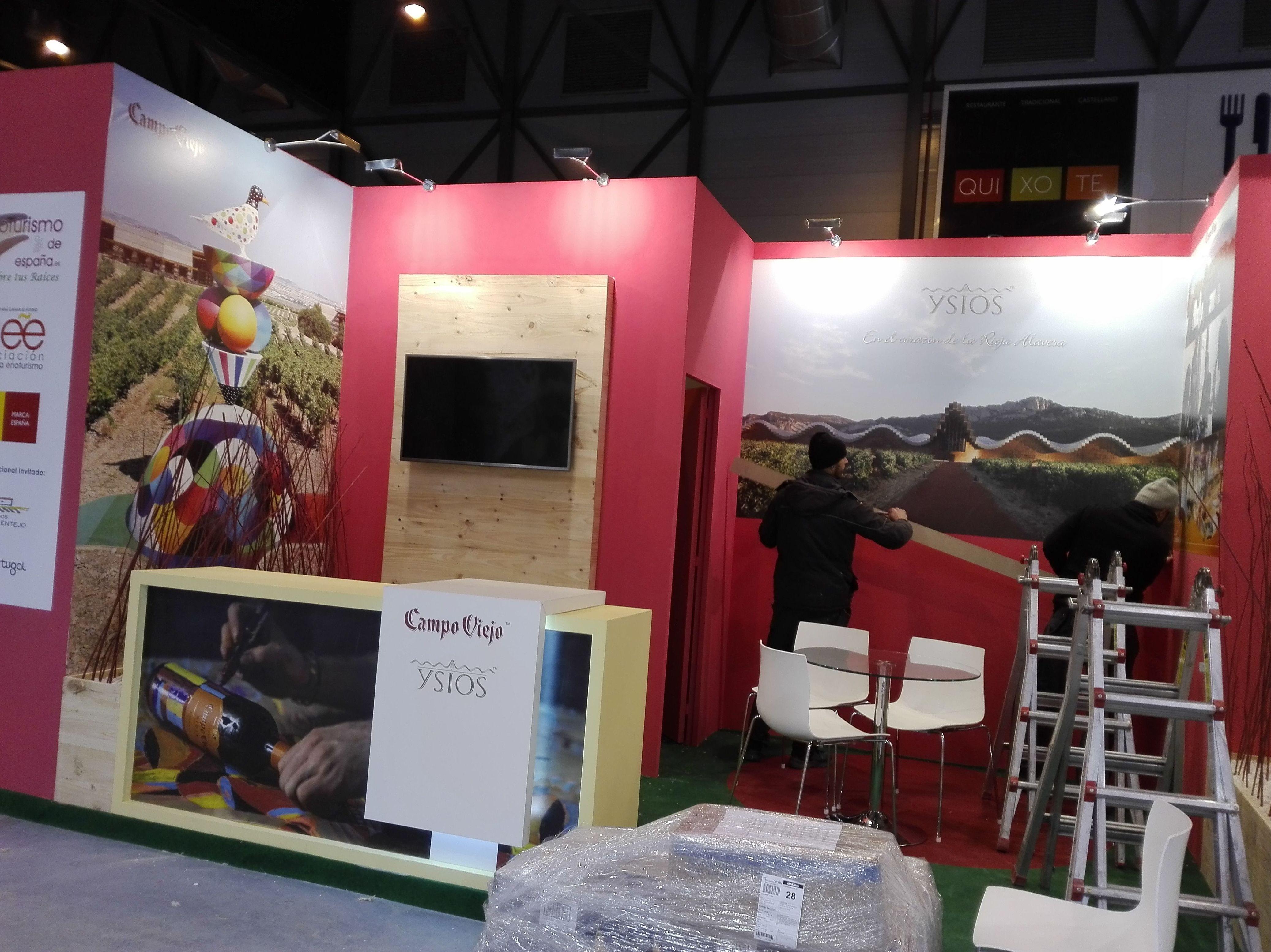 Impresión digital y aplicación de vinilos para el stand Ecoturismo en el IFEMA feria Fitur anfitriona Madrid capital del turismo.