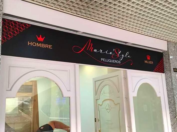Aplicación de vinilo para la peluquería unisex Mario Style y decoración del local con vinilo de impresión digital vinilo ácido de corte.