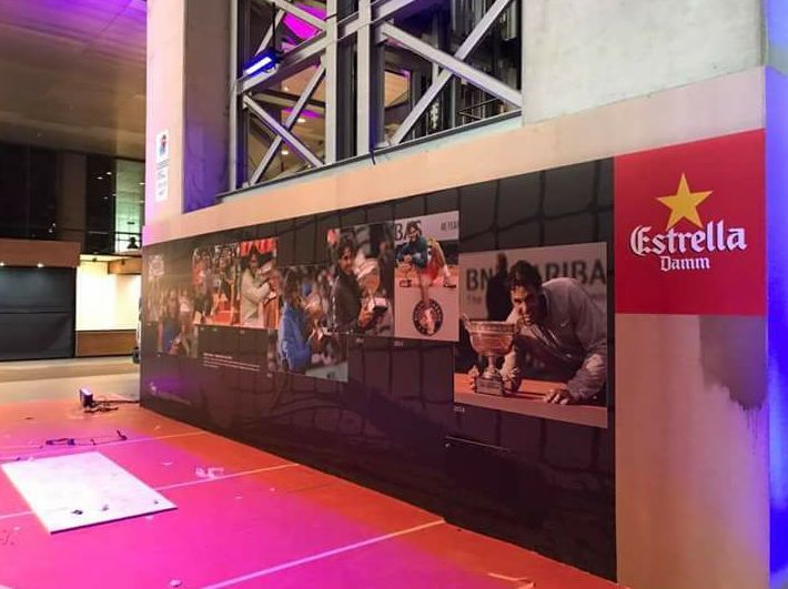 Rotulación y decoración de Stand y palco vip, para el evento de tenis en la Caja Mágica, mutua madrid.