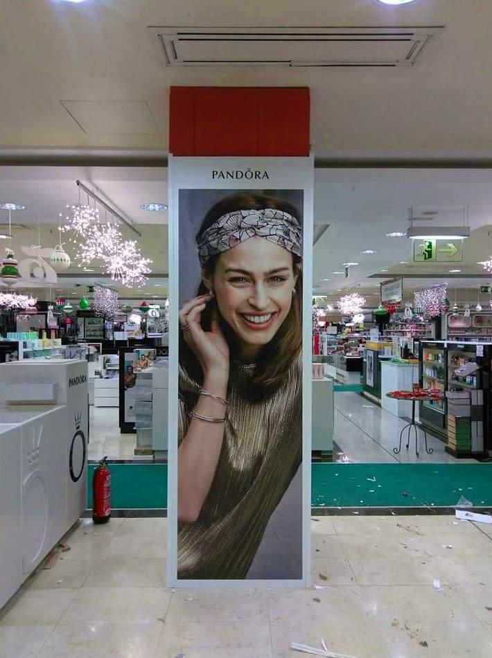 Decoración y montaje, para la tienda Pandora ubicado en el Centro Comercial El Corte Inglés en Albacete.