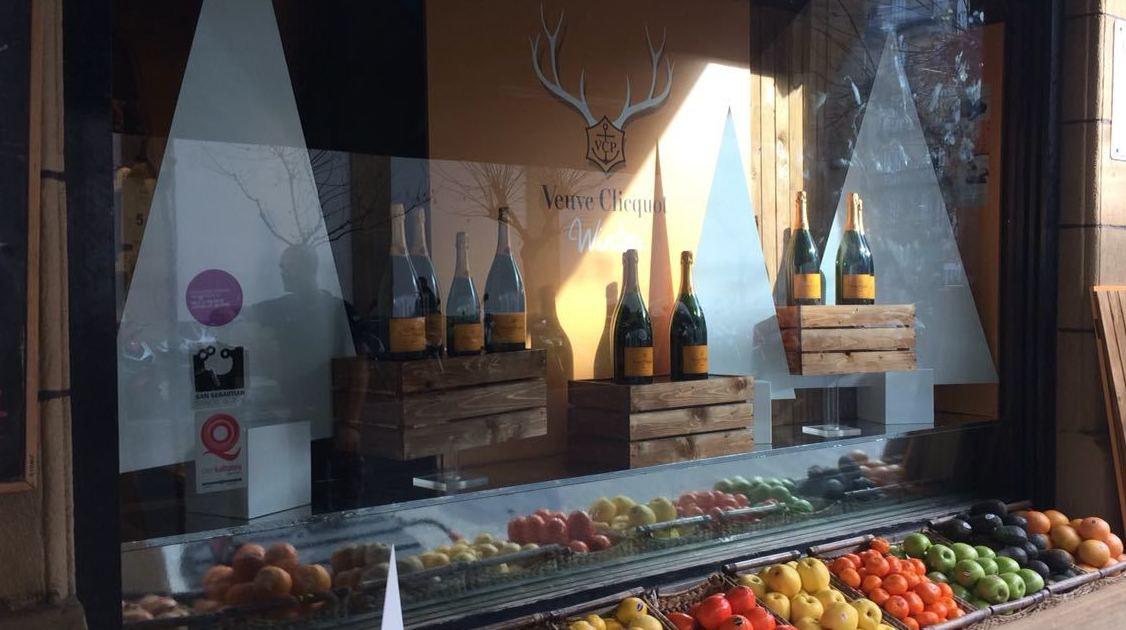 Otra tienda más decorada, esta vez en San Sebastián del país Vasco para la marca de champagnes Veuve Clicquot.