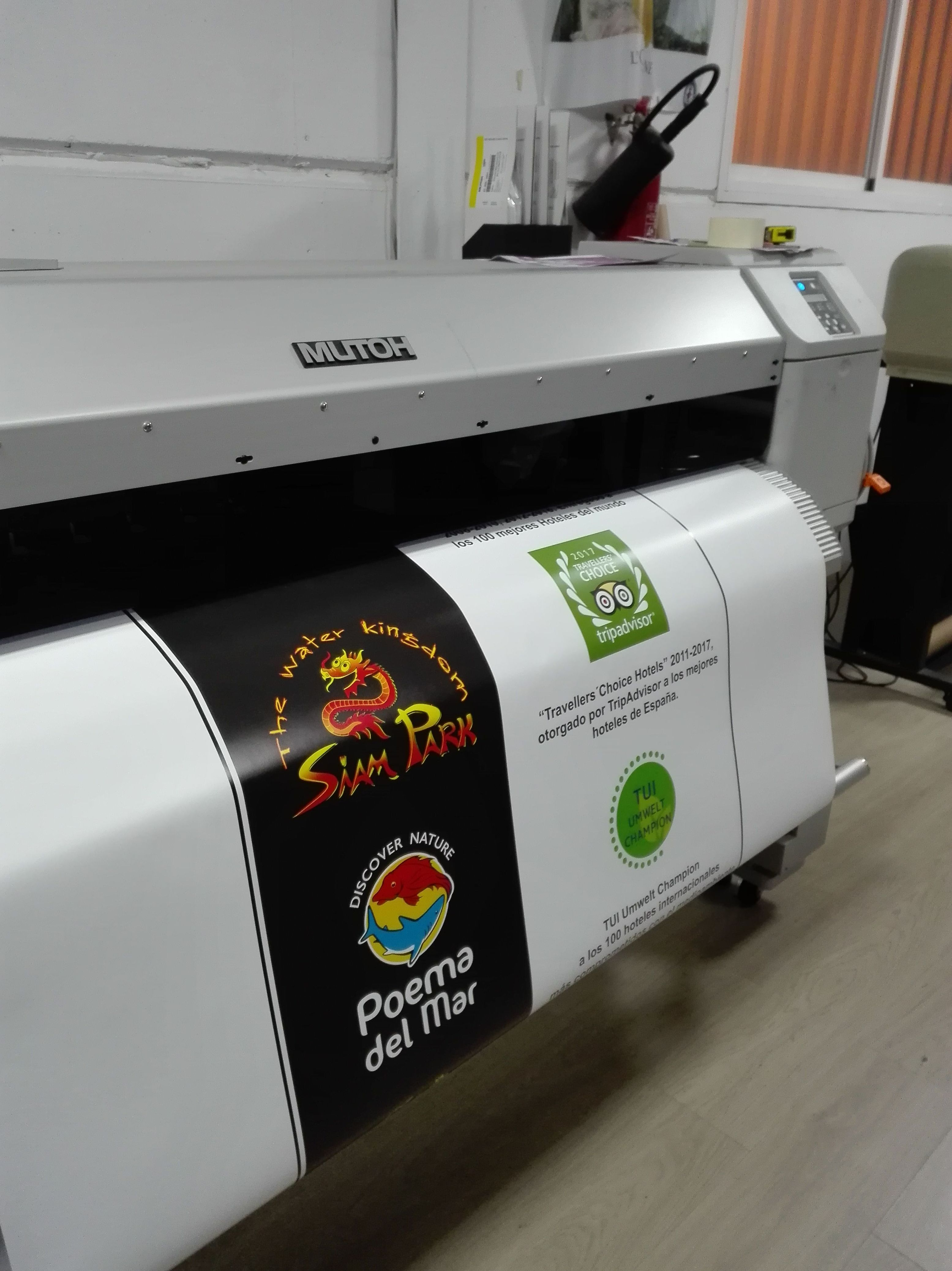 Fabricación y montaje de letras corpóreas y aplicación de vinilo para el stand de Loro Parque feria FITUR IFEMA participan países de todo el mundo Madrid del 17al 21 enero 2018.