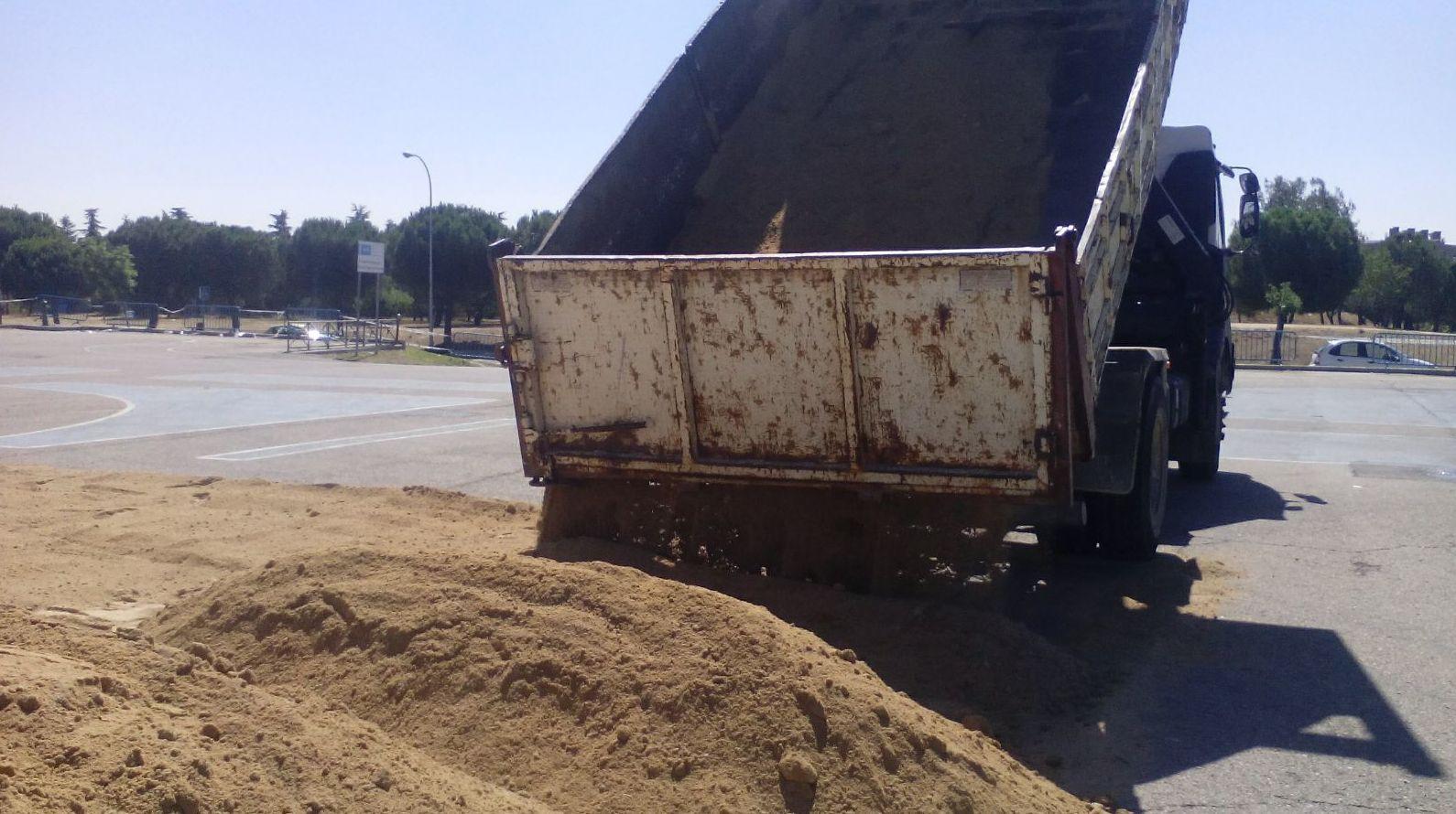 Obra transporte de tierras al recinto ferial de Vicálvaro