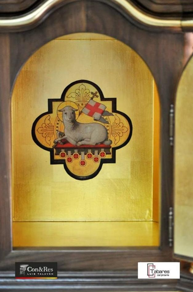Sagrario fabricado en madera de nogal, hecho especial para la Virgen de la Luz.