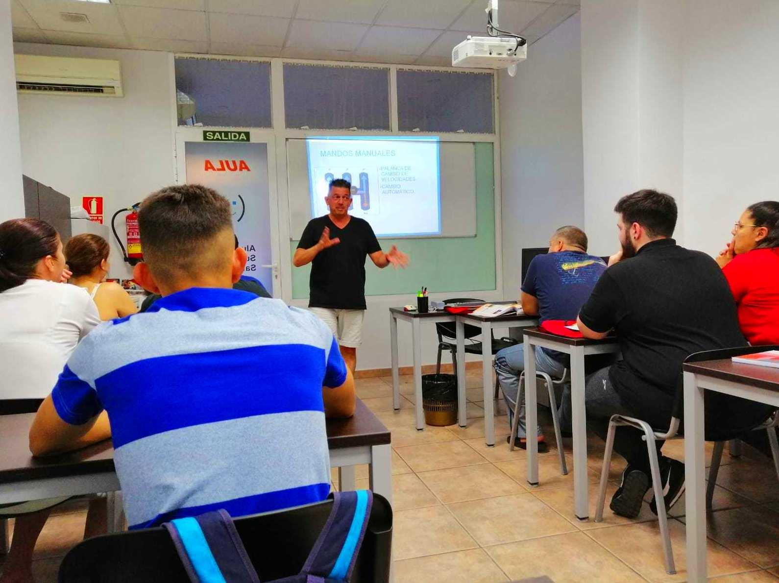 Foto 1 de Autoescuelas en  | Autoescuela Tiramillas