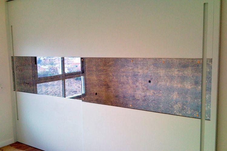 Armario con puertas lacadas en blanco