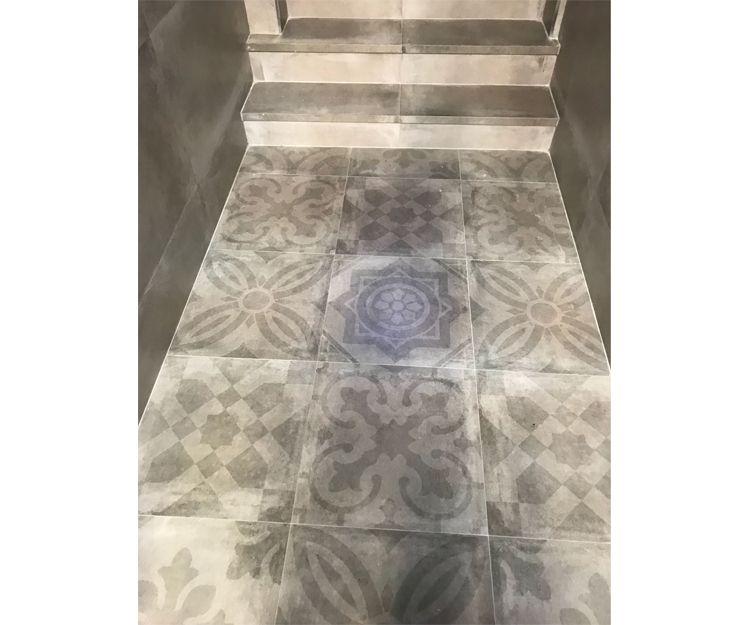 Colocación de azulejos porcelánicos en suelos