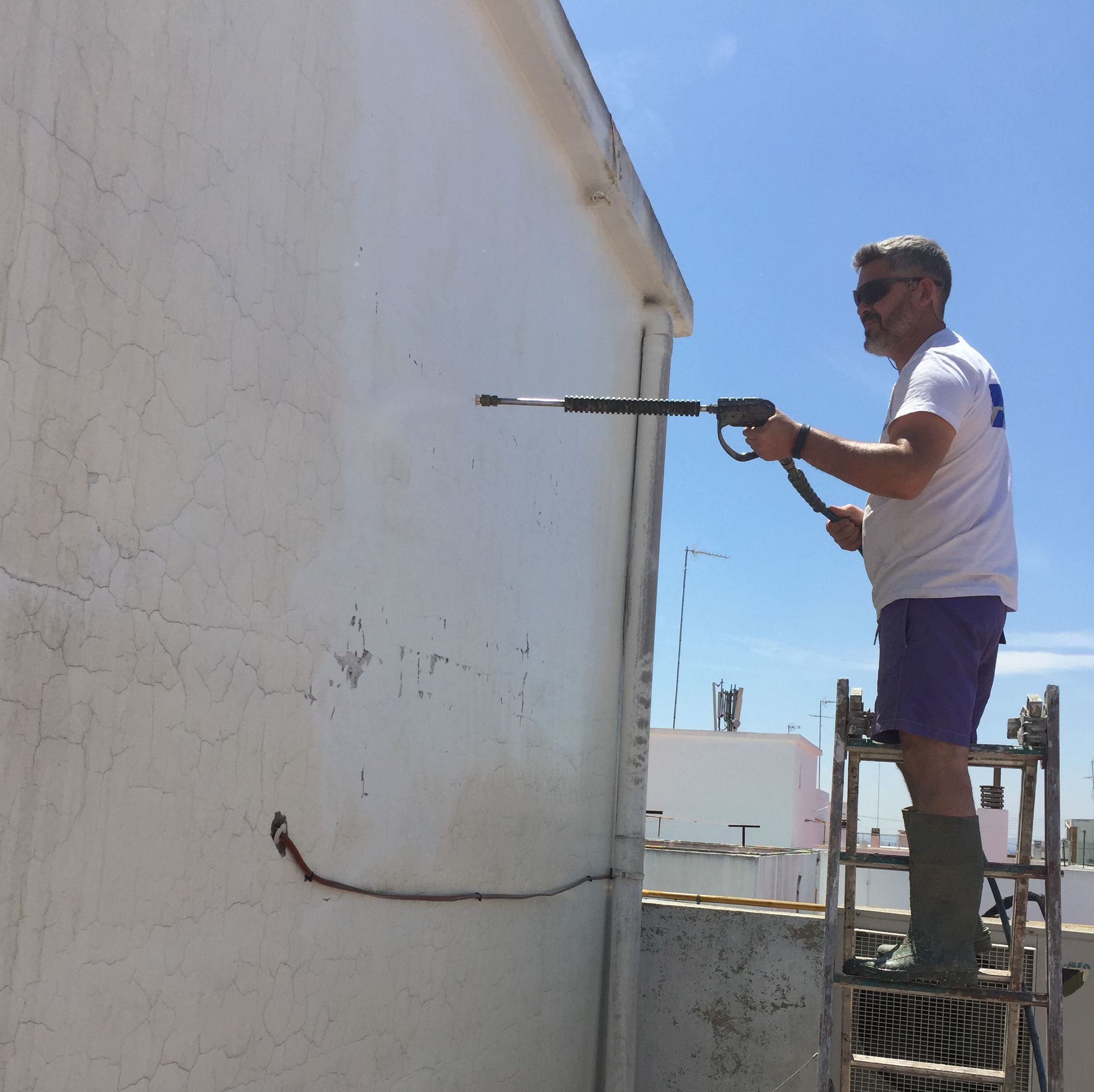 Limpieza de fachada con chorro de agua
