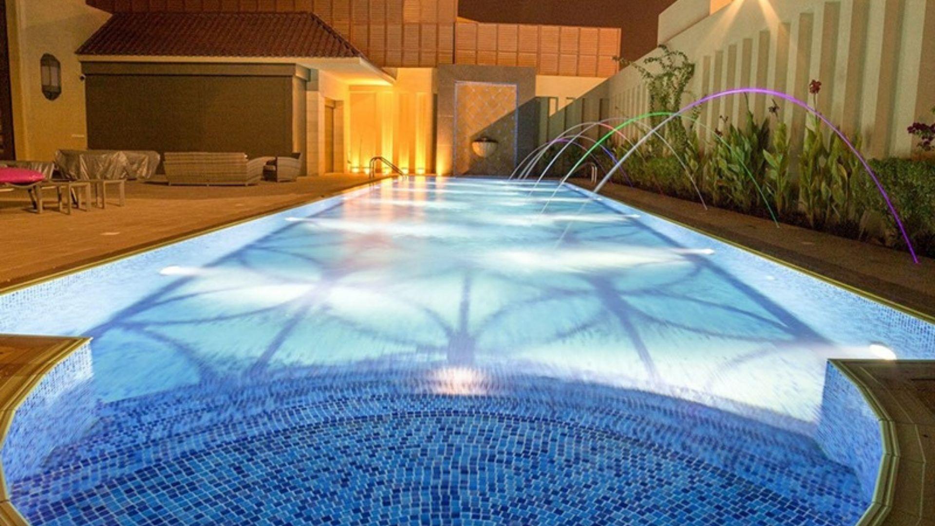 Si quieres reformar tu piscina, utiliza nuestros azulejos de diseño