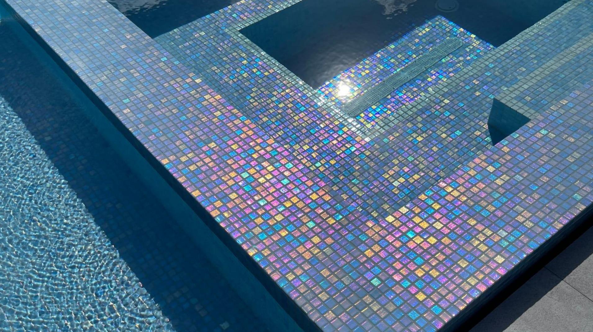Azulejos de diseño para tu piscina