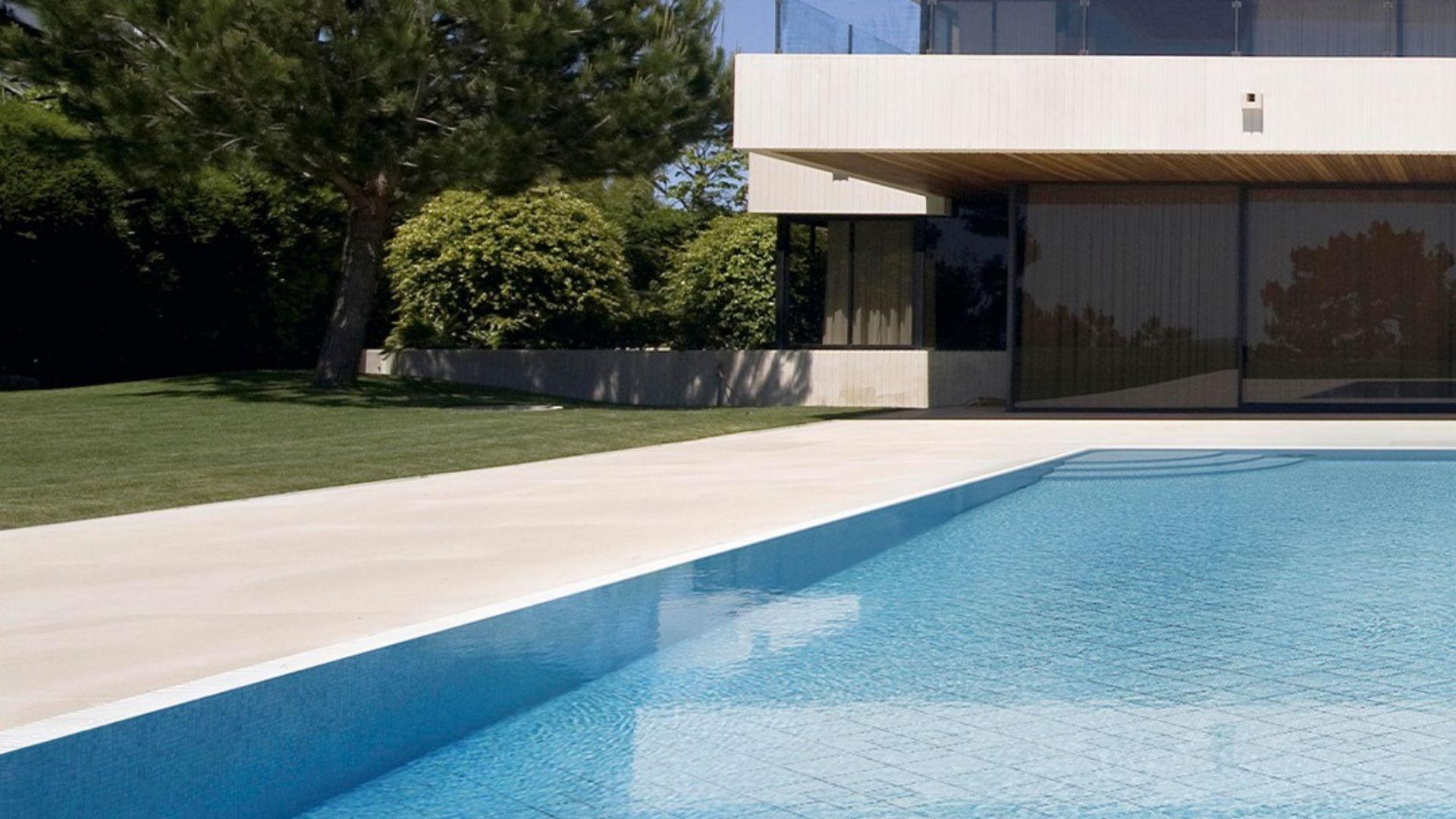 Realizamos azulejos de diseño en Tenerife para tu piscina