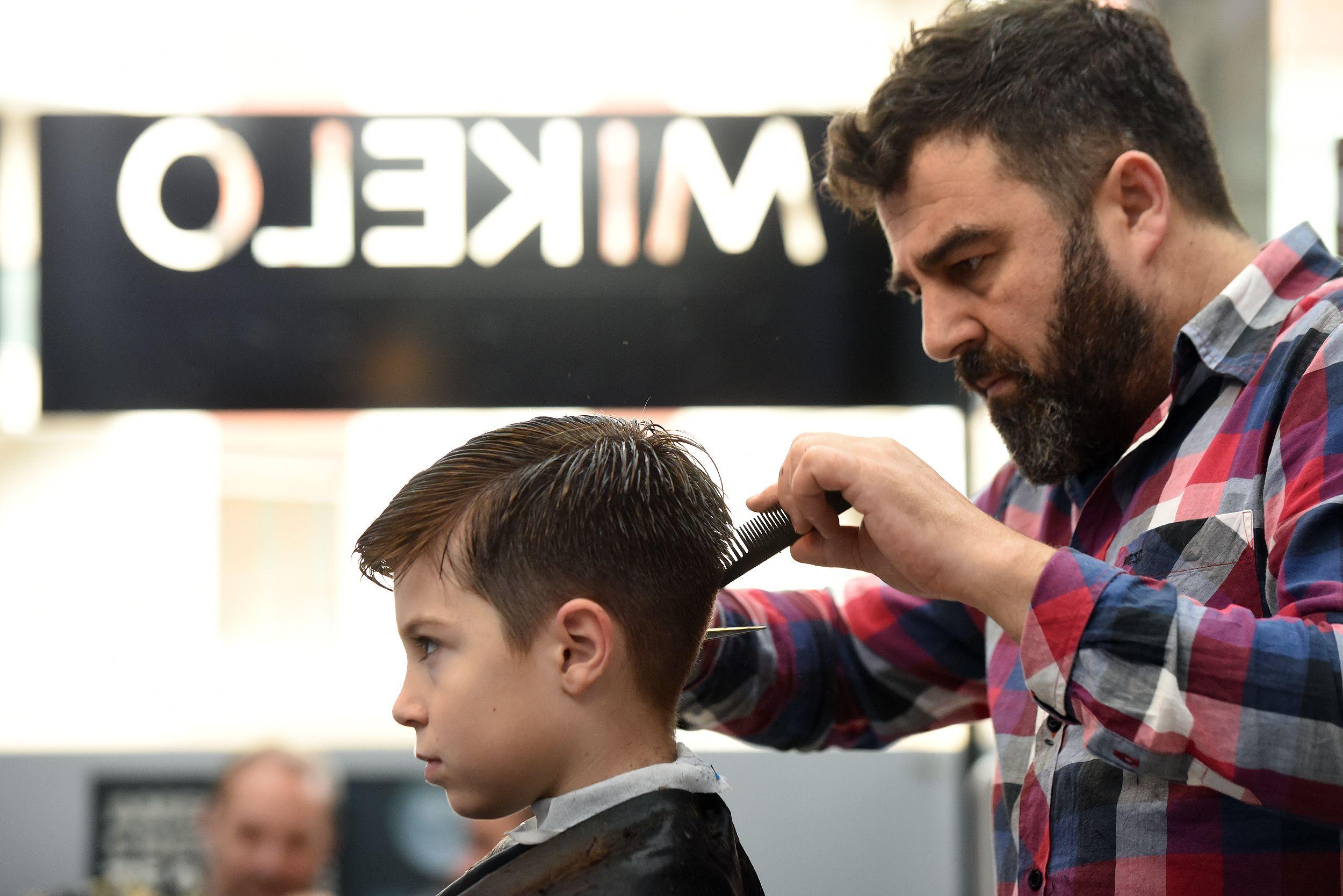 Ven a vernos a la peluquería de caballero Mikelo