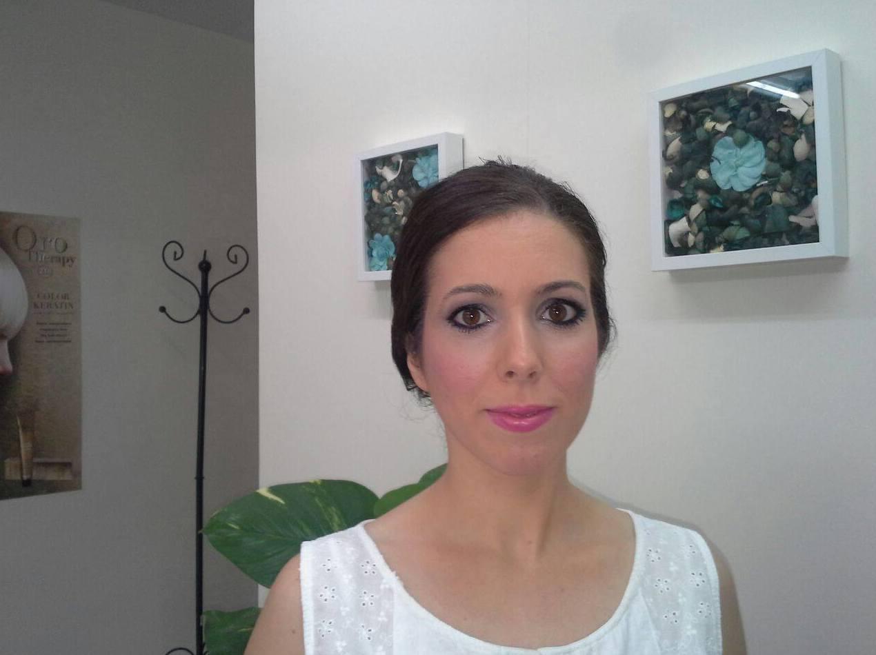 Maquillaje: Servicios de May Bravo