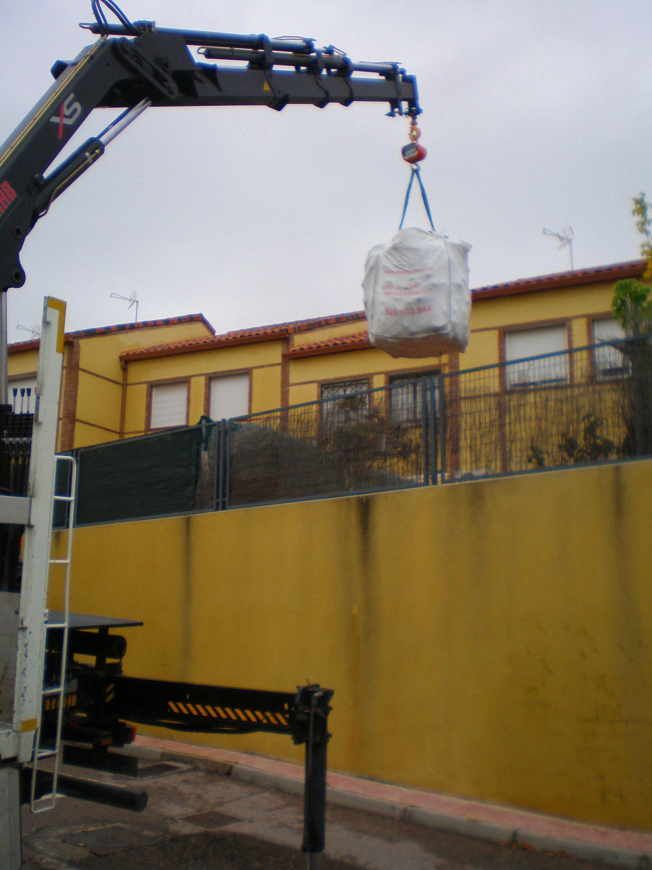Foto 4 de Carbones y leña en  | elcarbonero.es