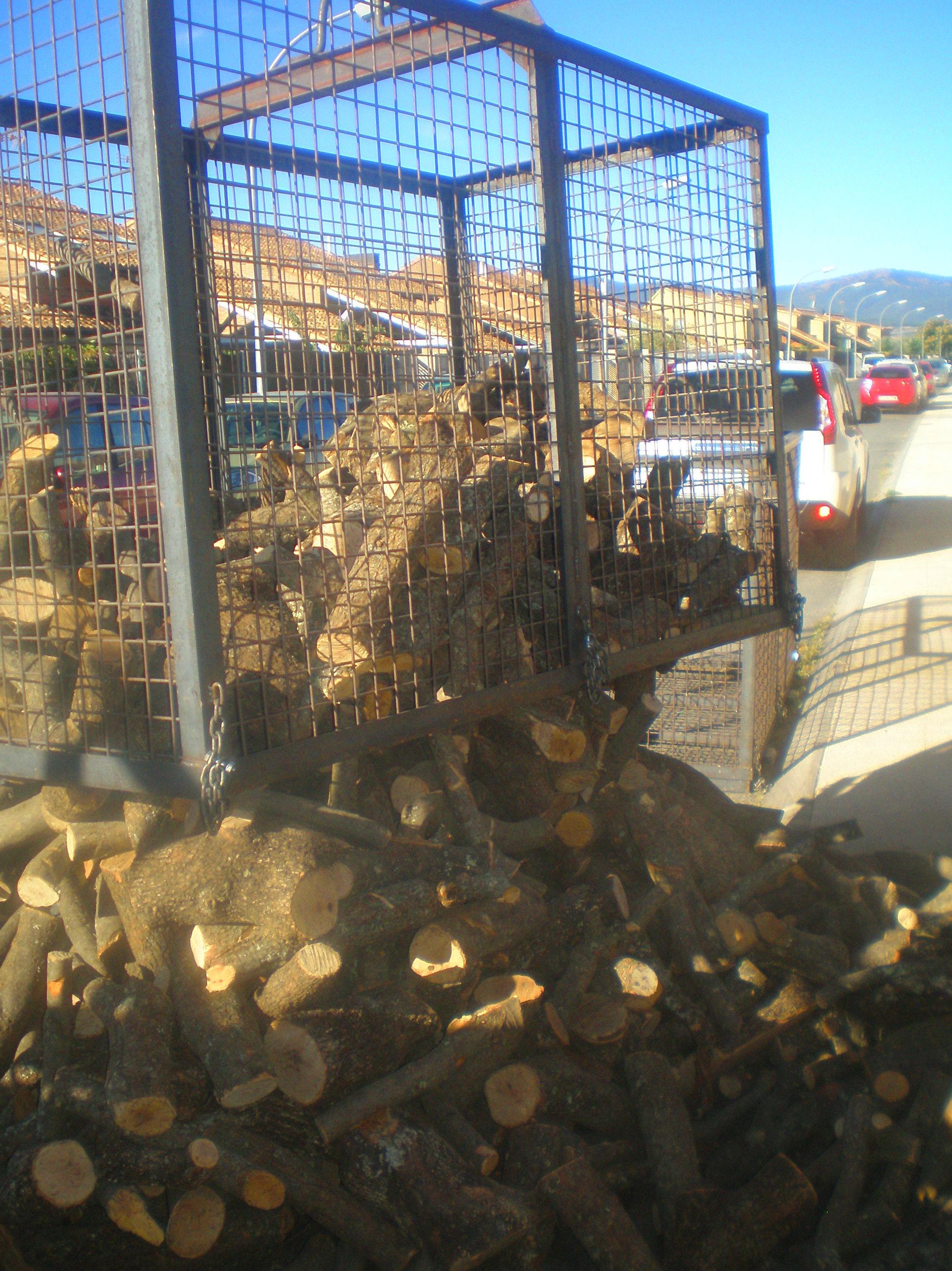 Foto 13 de Carbones y leña en  | elcarbonero.es
