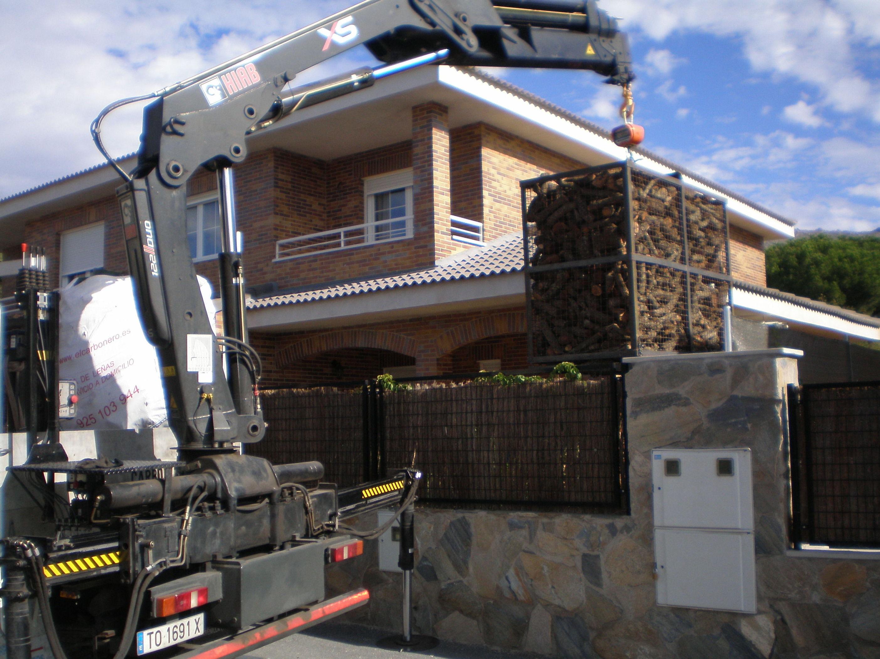 Foto 1 de Carbones y leña en  | elcarbonero.es