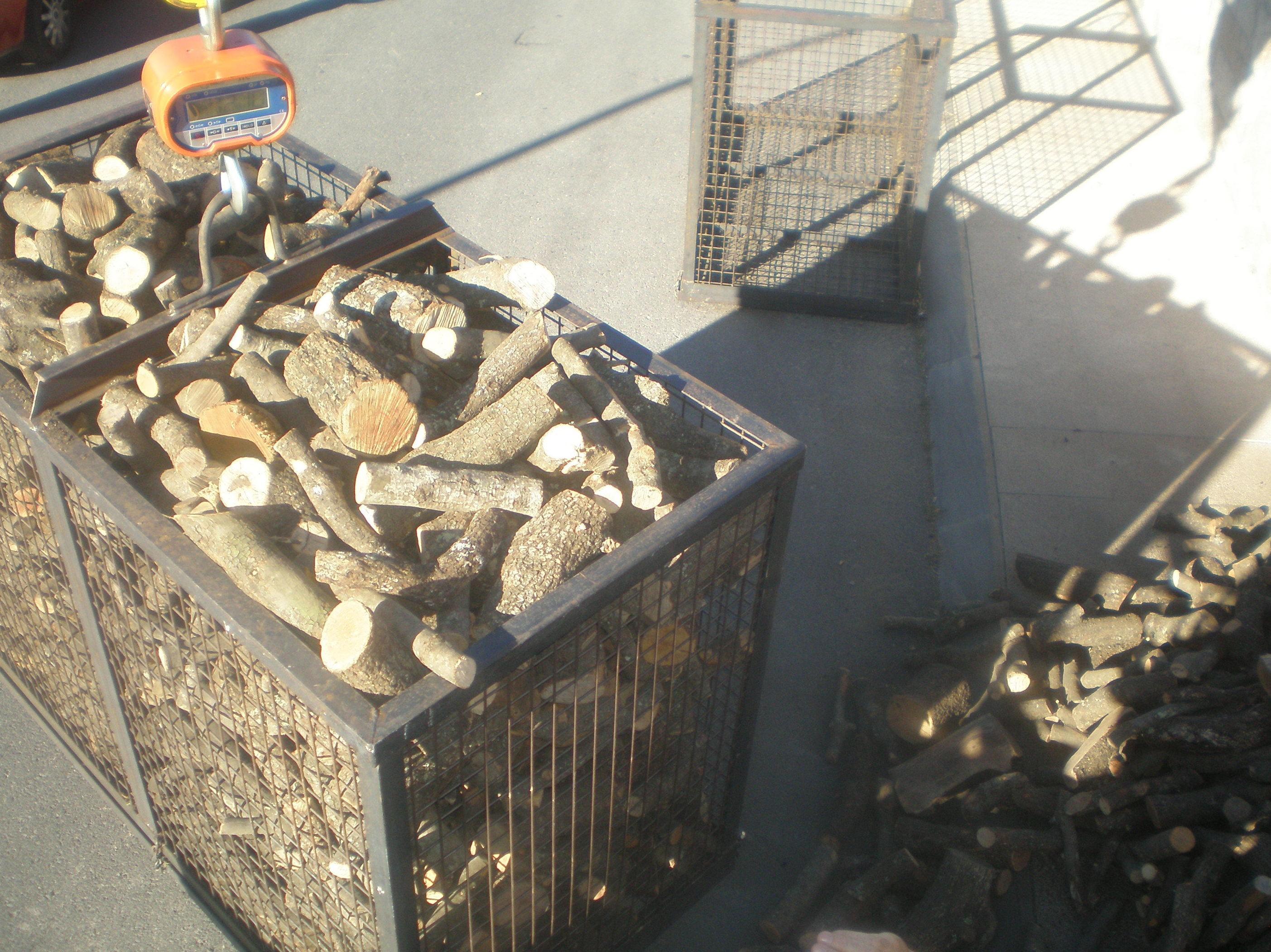 Foto 11 de Carbones y leña en  | elcarbonero.es