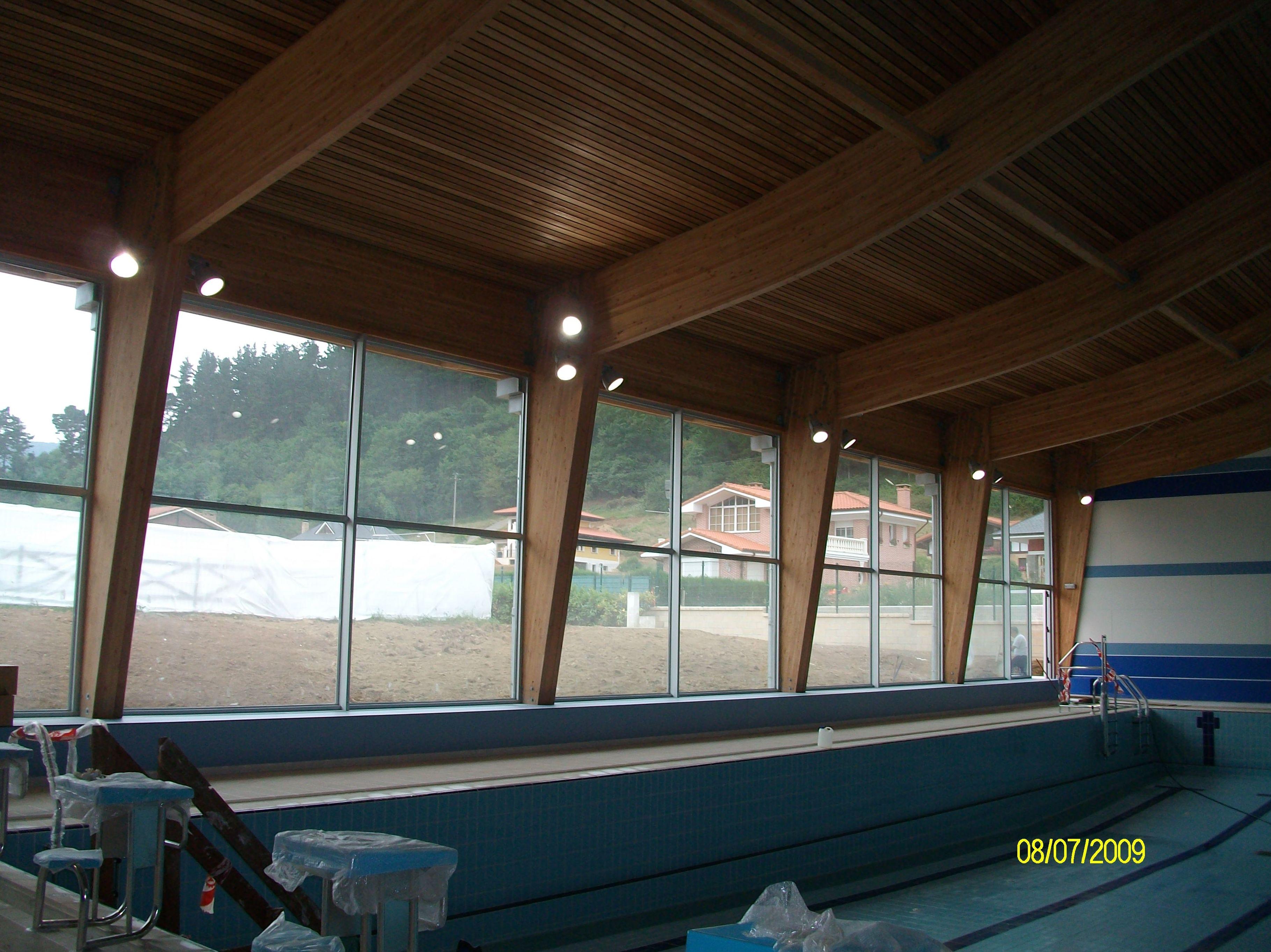 Limpieza de piscinas cubiertas de Sodupe para la empresa Exbasa