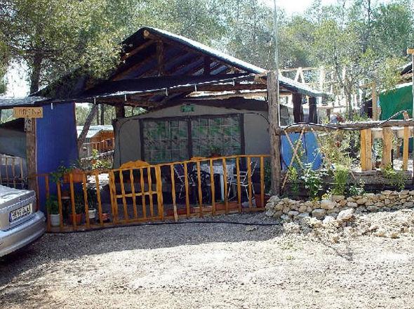 Parcelas cubiertas para tiendas de campaña en Navalón, Enguera, Valencia
