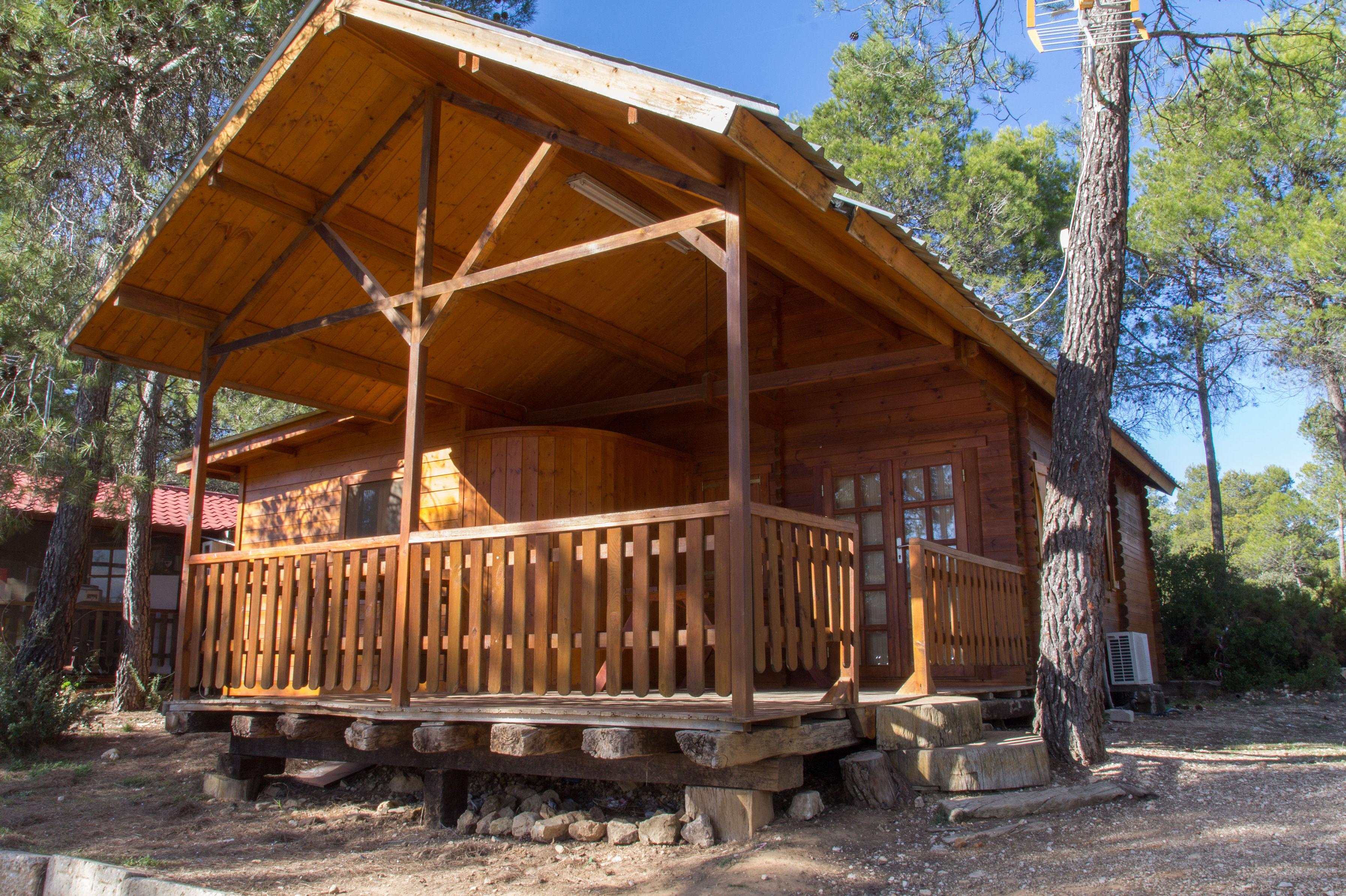 Camping de ambiente familiar en la Sierra de Enguera, Navalón, Enguera, Valencia