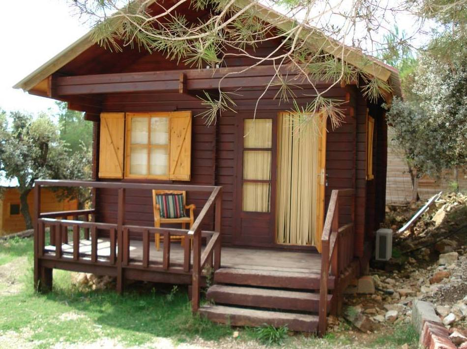 Amplias cabañas completamente equipadas en Camping Los Carasoles, Navalón, Enguera, Valencia