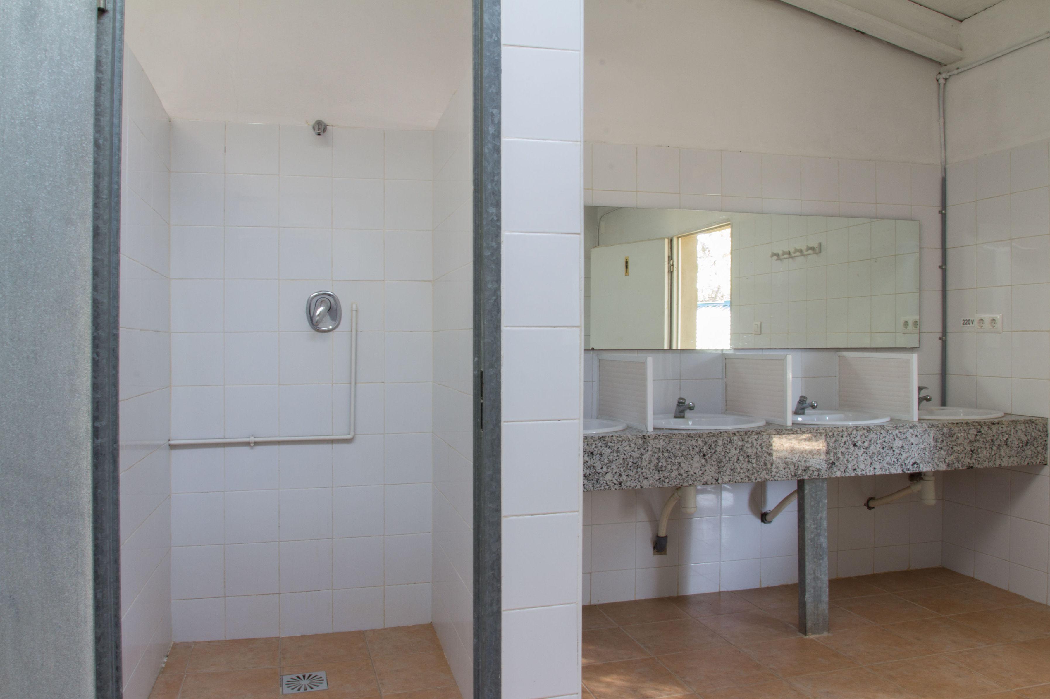 Baños comunes del camping de Navalón, Enguera, Valencia