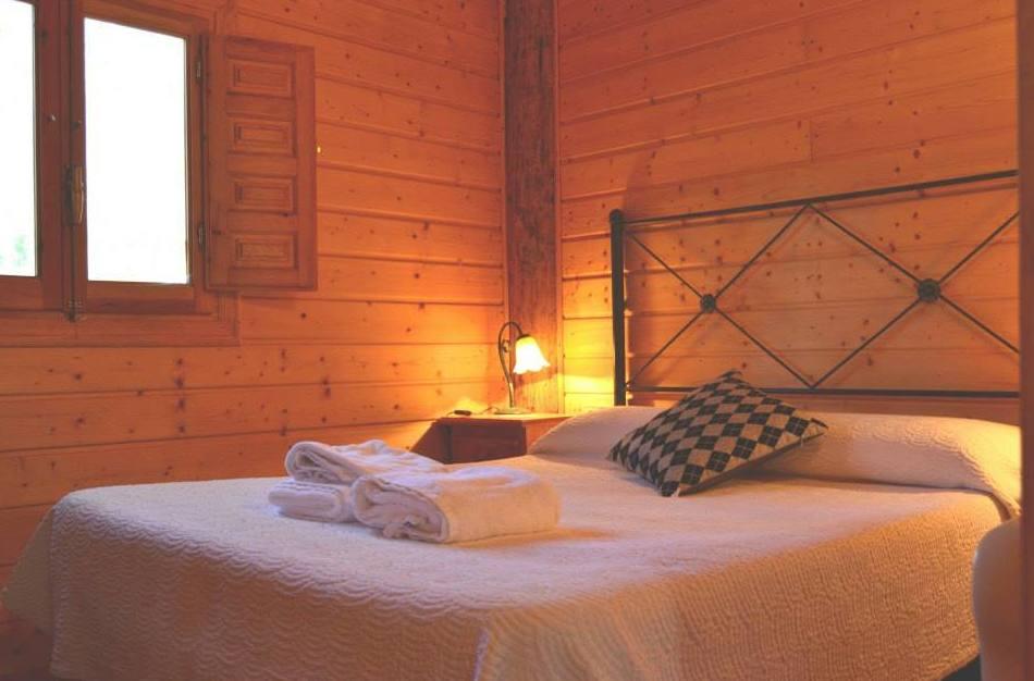 Dormitorio de las cabañas del Camping Los Carasoles, Navalón, Enguera, Valencia