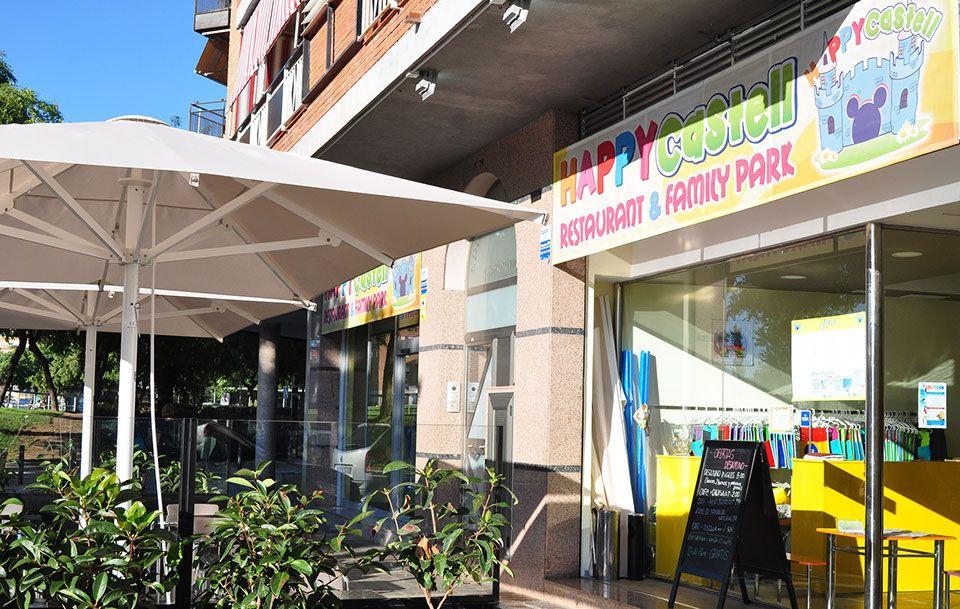 Parque infantil con servicio de cafetería en Castelldefels
