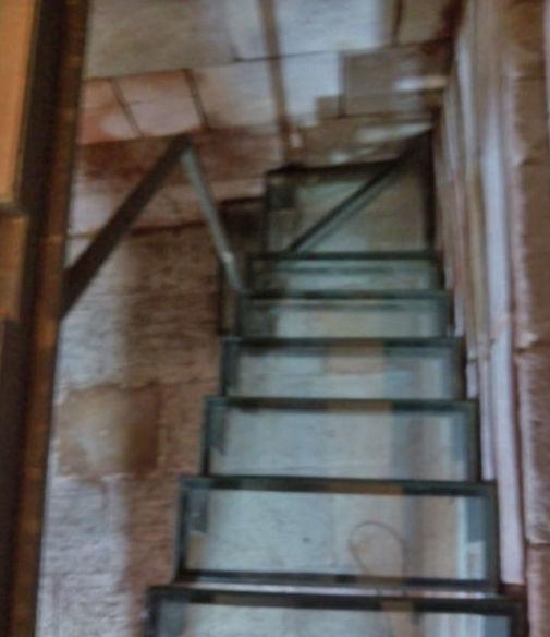 Escaleras de cristal compensada