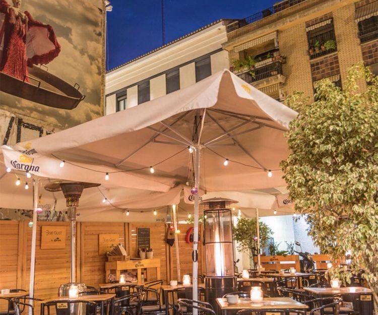 Amplia terraza de nuestro restaurante