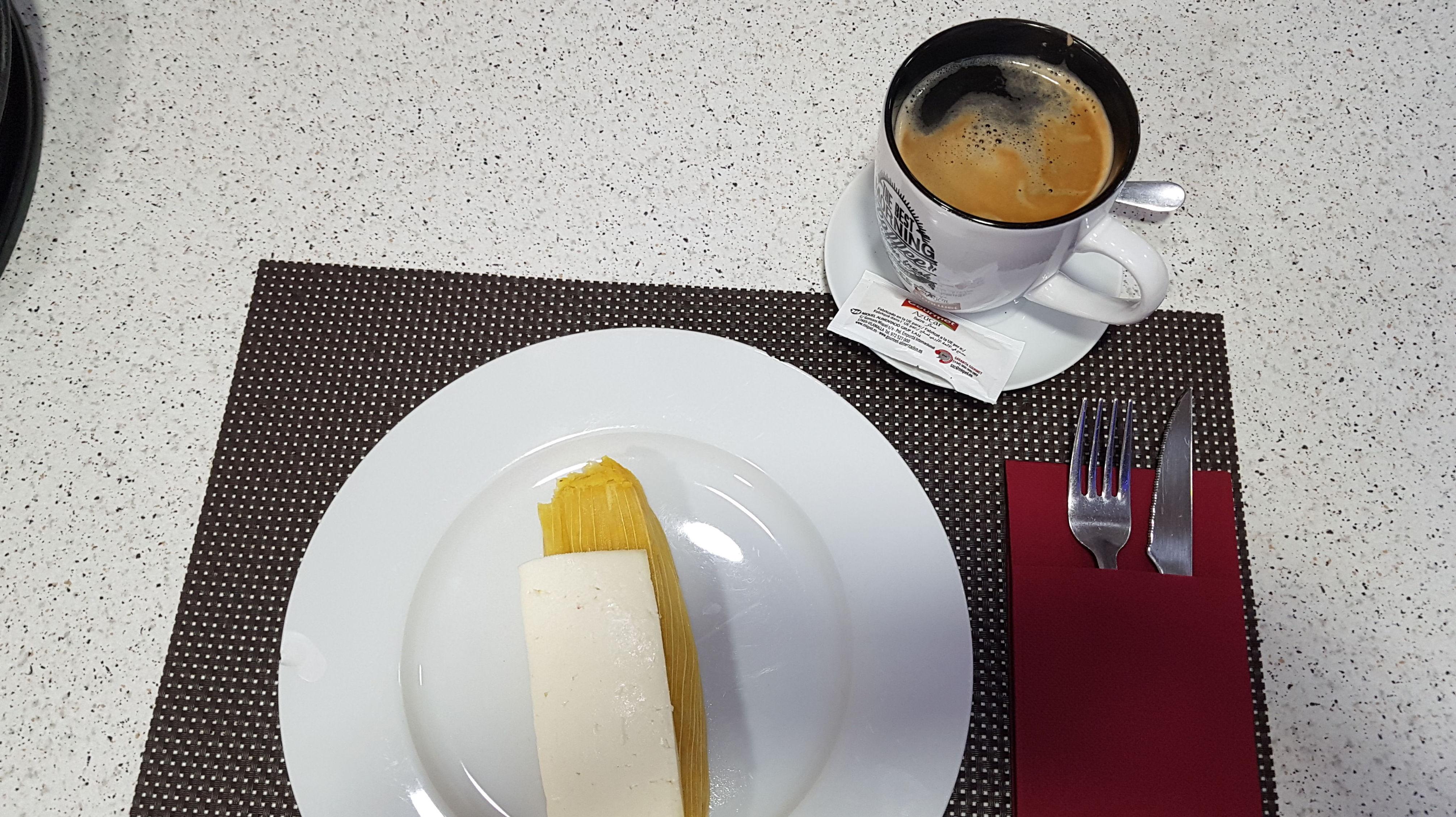 Desayuno de humita,embuelto,tamal  de maiz