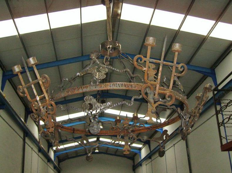 Lámpara grande con apliques