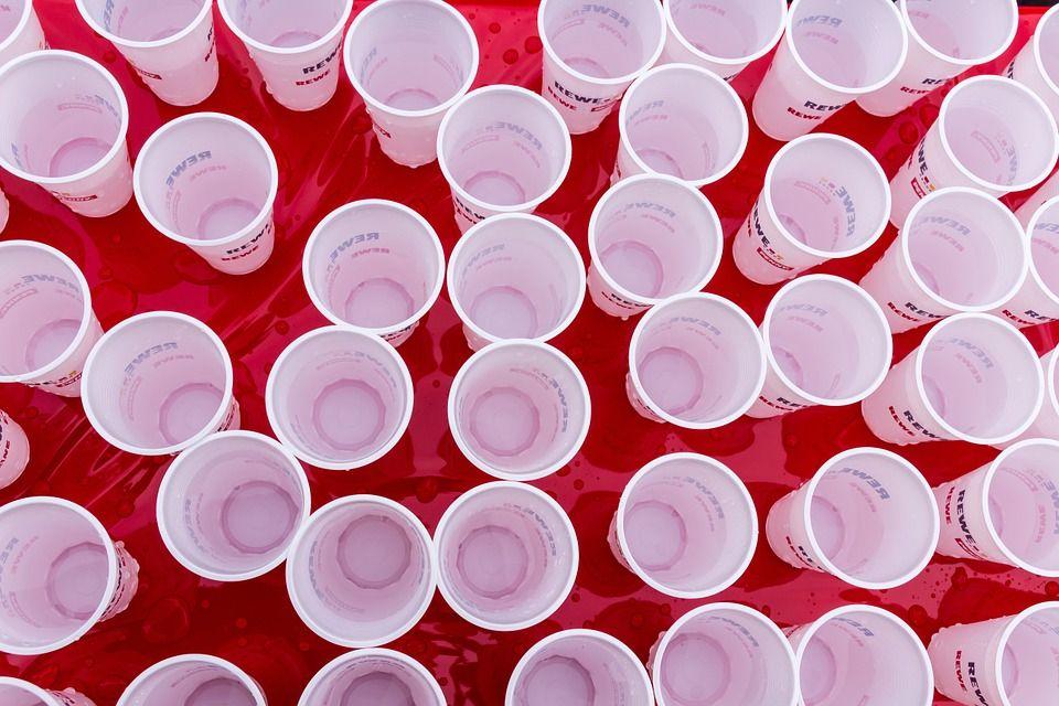 Vasos y platos de plástico: Servicios de Almacén de Papel Yarritu Albizua