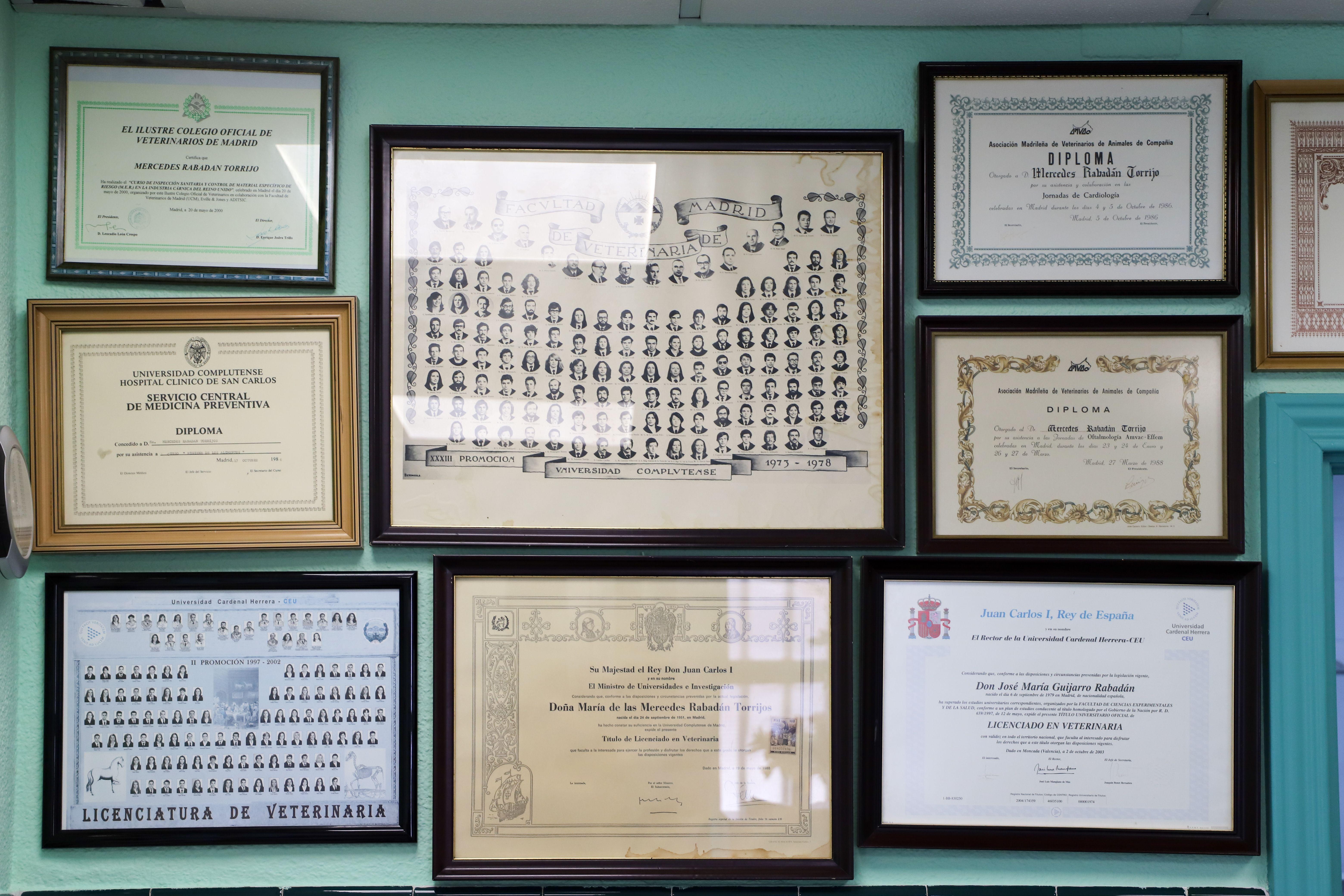 Diplomas obtenidos por la Clínica Veterinaria Doberman