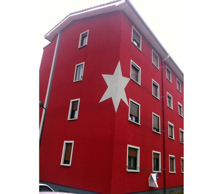 Edificio aislado con corcho proyectado