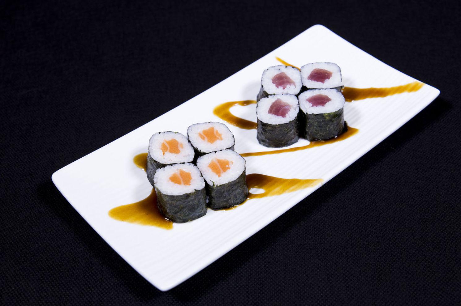Sushi maki de atún y salmón