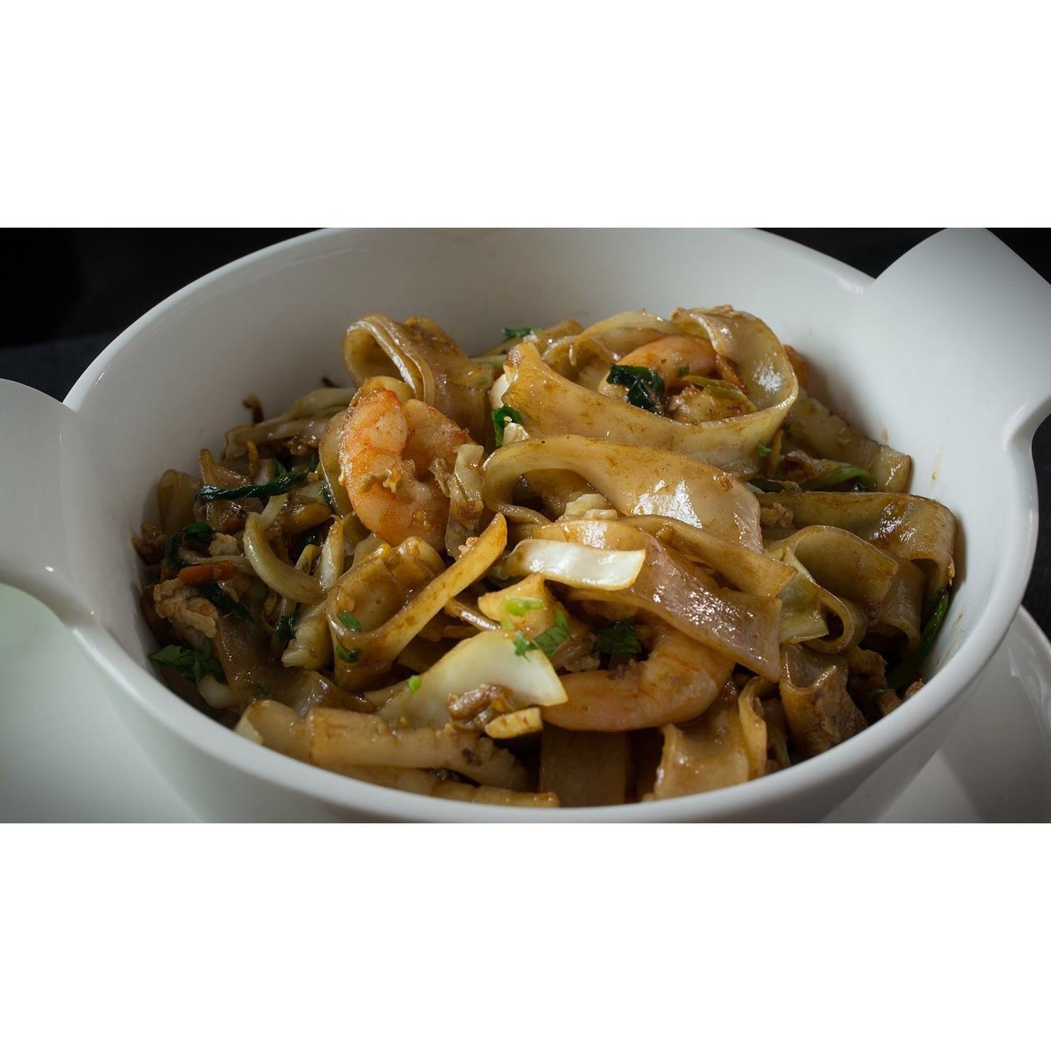Tallarines de arroz con gambas y salsa teriyaki