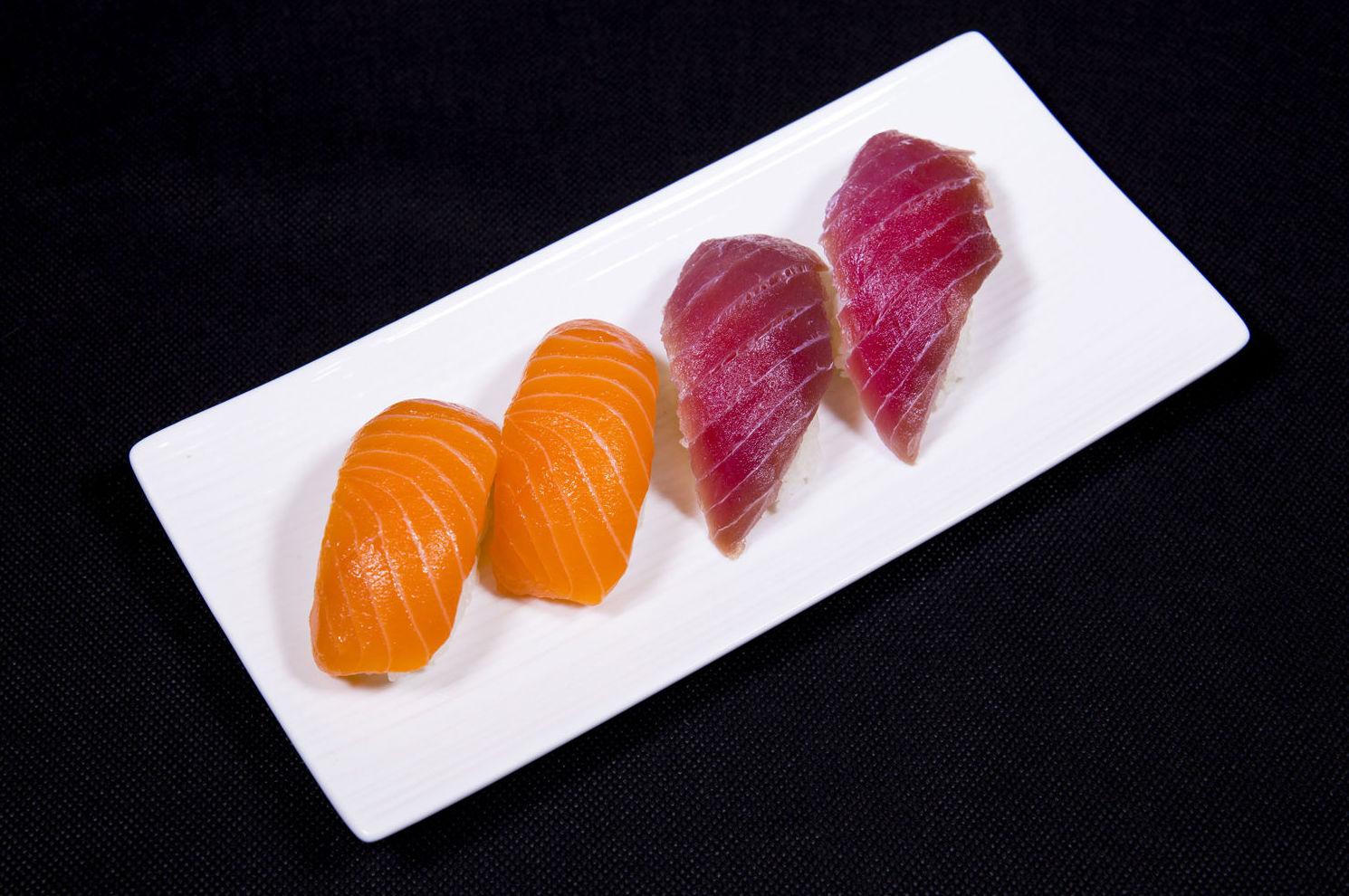 Niguiri de atún y salmón
