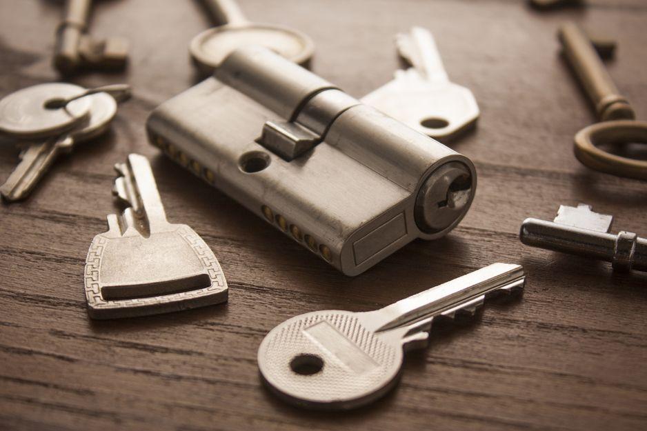 Cerraduras y bombillos de alta seguridad